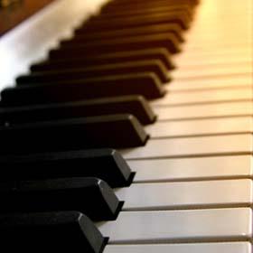 Настройщик пианино в Израиле (фортепиано, роялей) – Земер Горэн. Реставратор музыкальных инструментов в Израиле.