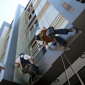 Работы на высоте в Израиле. Промышленный альпинизм в Израиле. Снеплинг. Ремонт фасада в Израиле. Покраска и ремонт зданий в Израиле. Гидроизоляция крыш в Израиле.
